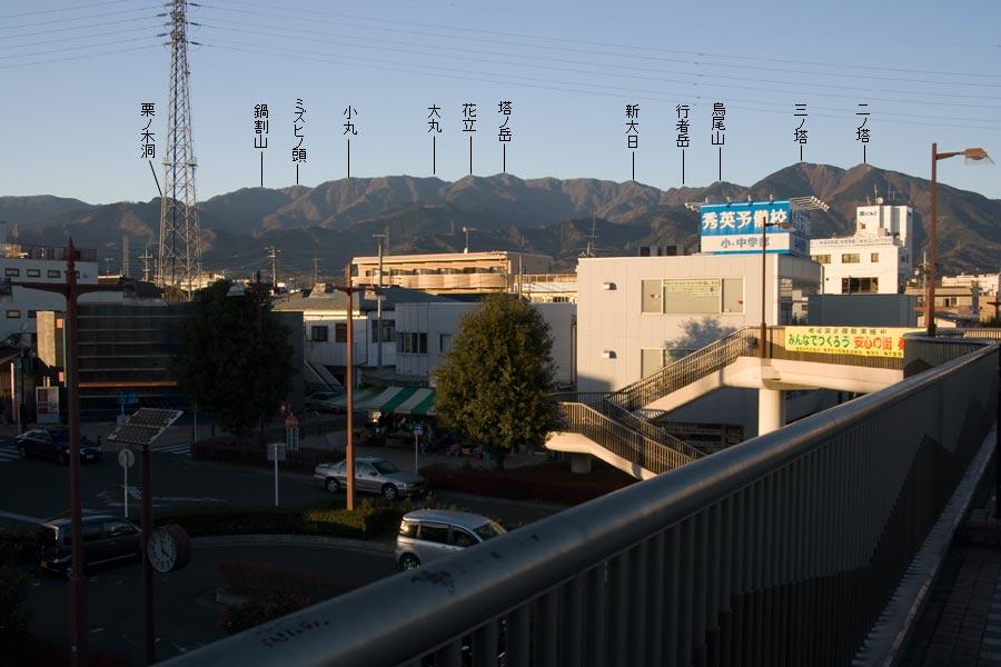 渋沢駅から見た丹沢